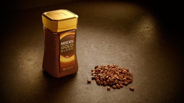 Nescafe gold blend with coffee beans in front cgi